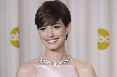 Anne Hathaway defends 2013 Oscar dress: 'It was still the best'