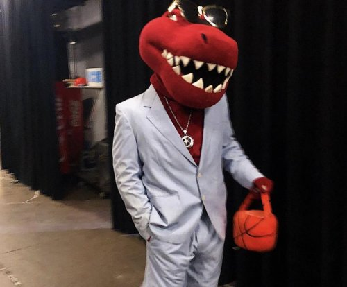 Toronto Raptors mascot imitates Russell Westbrook