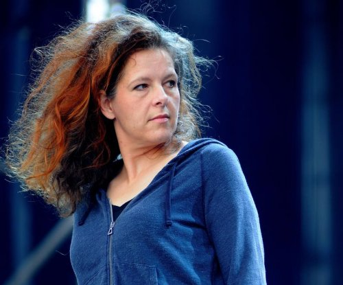 Neko Case, K.D. Lang, Laura Veirs announce tour, LP