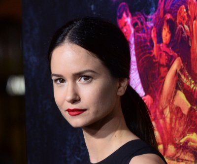'Alien: Covenant' gives first glimpse of Katherine Waterston