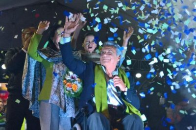 Ecuador's Lenín Moreno wins election, rival alleges fraud