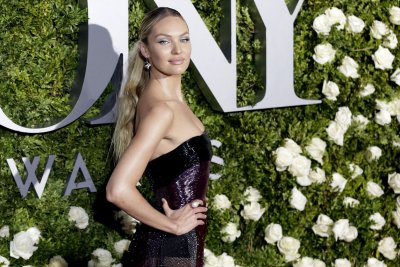 Candice Swanepoel says she's expecting second son