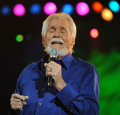 Kenny Rogers, Bobby Bare up for CMA Hall of Fame honors