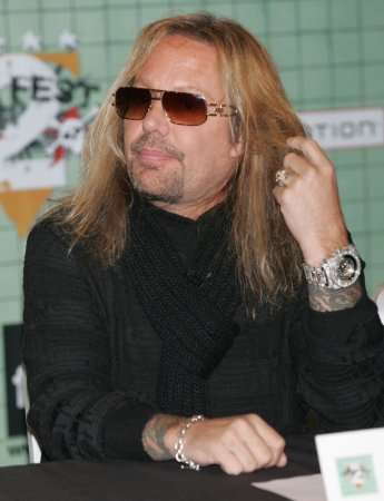 Vince Neil pleads guilty to disorderly conduct