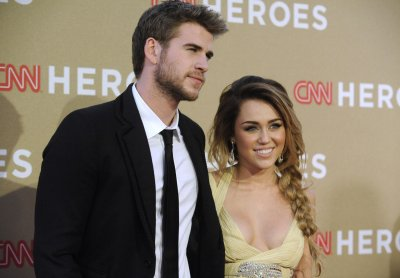 Cyrus and Hemsworth get engaged