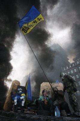 Ukrainian parliament repeals anti-protest law; prime minister resigns