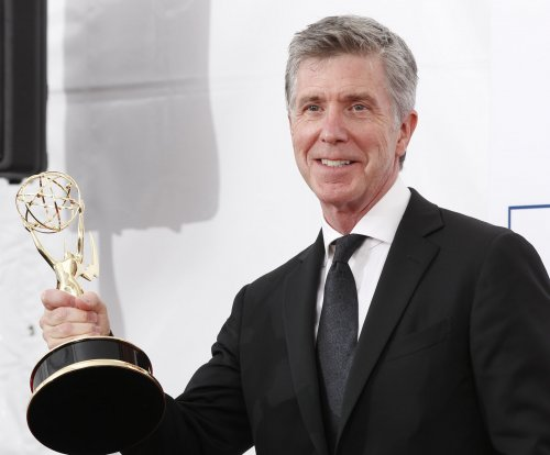 'DWTS': Tom Bergeron calls for truce between William Shatner, Nick Viall