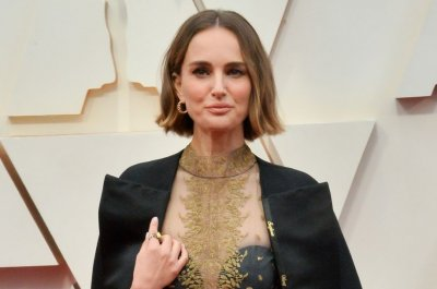 Natalie Portman says Chris Hemsworth's muscles are 'otherworldly'