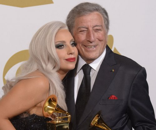 Lady Gaga, Tony Bennett sing duet in Barnes & Noble commercial