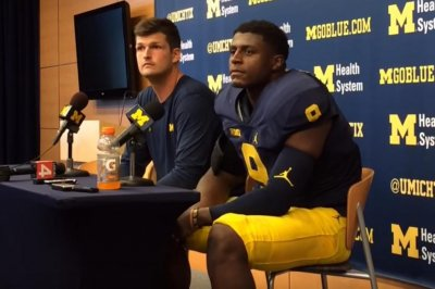 Wilton Speight throws 3 TDs as No. 7 Michigan routs Hawaii