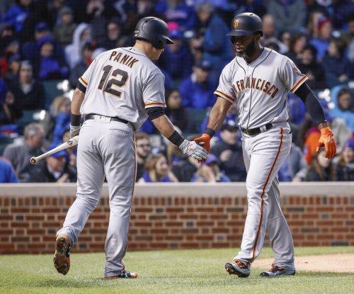 San Francisco Giants breeze past reeling Philadelphia Phillies