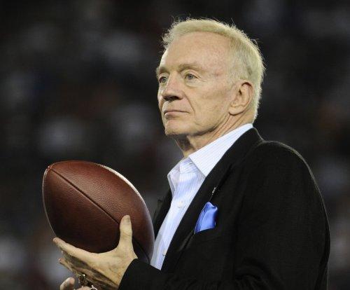 Dallas Cowboys owner Jerry Jones reiterates support for RB Ezekiel Elliott