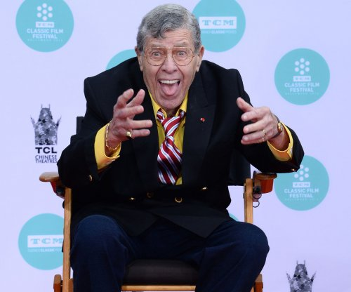 Robert De Niro, Jim Carrey and more mourn Jerry Lewis on social media