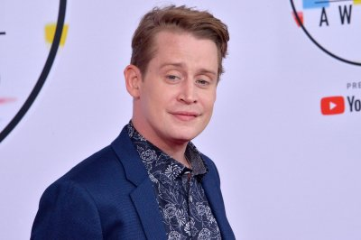 Macaulay Culkin watches 'Home Alone' with his girlfriends