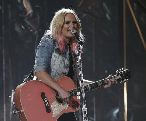 CMAs: Blake Shelton laughs off Miranda Lambert breakup jokes