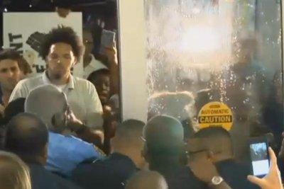 Students protest presence of David Duke at final Louisiana Senate debate