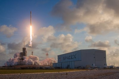 SpaceX launches U.S. spy satellite