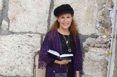 Woman who was slain at synagogue was trying to protect rabbi