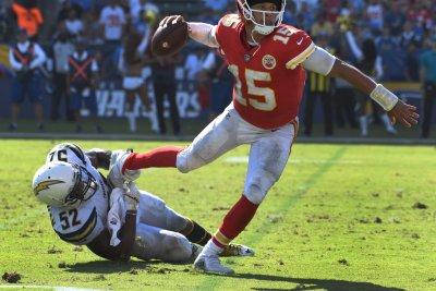 Carolina Panthers trade veteran LB Denzel Perryman to Las Vegas Raiders