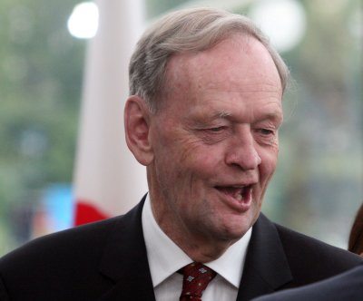 Chretien: Canada right to stay out of Iraq