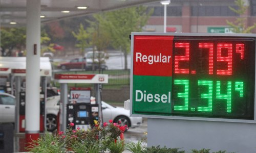 Fall in oil prices seen as hurting Russia