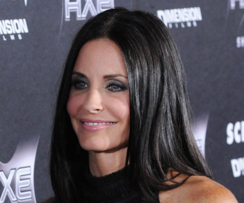 Courteney Cox joins Jennifer Aniston on her honeymoon