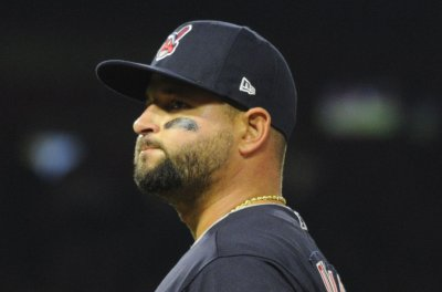 White Sox trade for Indians' Yonder Alonso