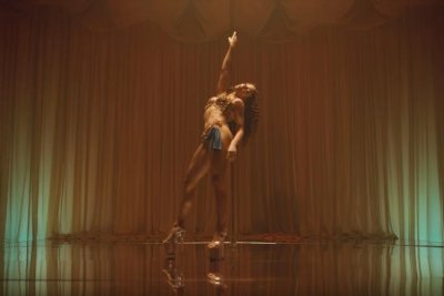FKA twigs pole dances in 'Cellophane' music video