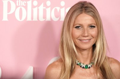 Gwyneth Paltrow poses nude for 48th birthday photo