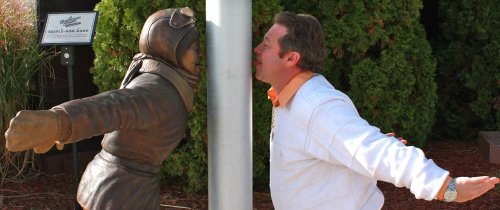 'A Christmas Story' statue unveiled in Indiana