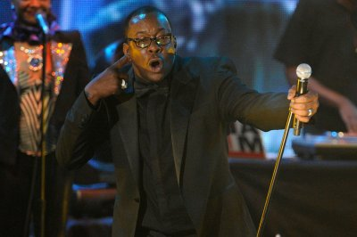 Bobby Brown acknowledges Bobbi Kristina tragedy during first concert since daughter's hospitalization