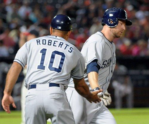 Report: Dave Roberts interviews for Dodgers' vacancy