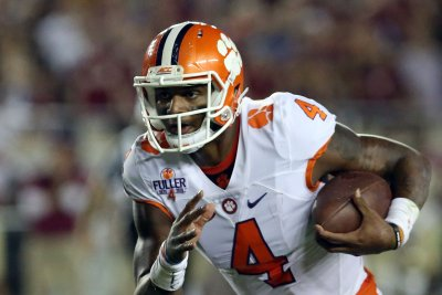 No. 4 Clemson rebounds with 35-13 win