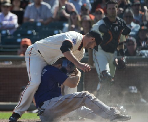 San Francisco Giants add C Nick Hundley to back up Buster Posey