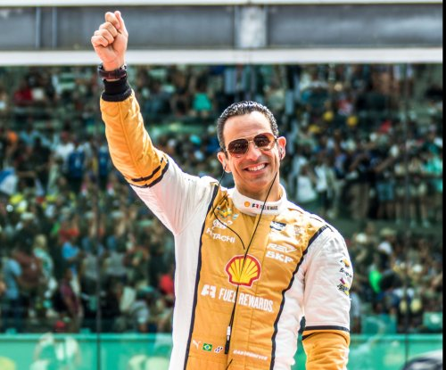 Helio Castroneves claims 50th career pole