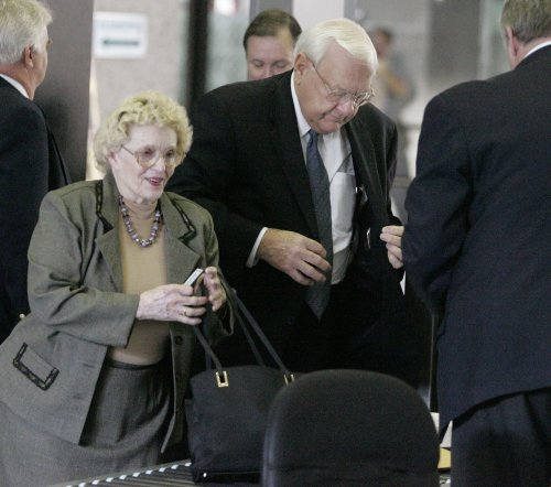 Former Ill. Gov. Ryan to remain in prison