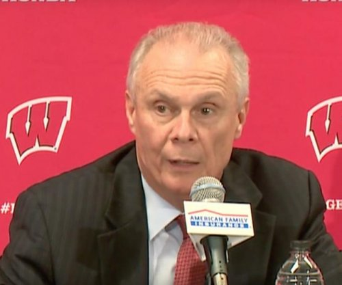 Wisconsin coach Bo Ryan retires