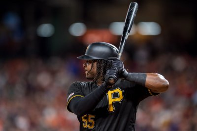 Pirates' Josh Bell blasts three homers vs. Cubs