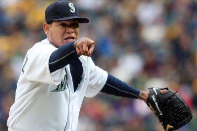 Hot Felix Hernandez, Seattle Mariners blank Texas Rangers