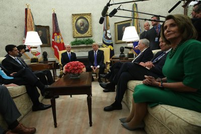 Trump meets top lawmakers at White House amid DACA, hurricane concerns