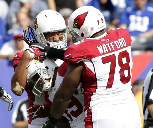 Former Arizona Cardinals guard Earl Watford signs with Chicago Bears