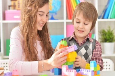 Pediatricians: Old-fashioned play better for kids than digital toys