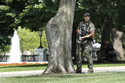 Secret Service locks down White House briefly over 'suspicious' item