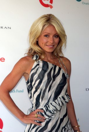 Kelly Ripa to host TV Land Awards