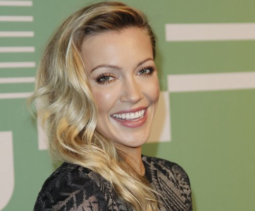 'Arrow' star Katie Cassidy announces engagement: 'I can't wait'