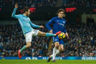 Premier League: Manchester City clips Chelsea on Silva score