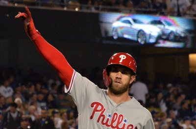 Phillies' Bryce Harper gets 200th homer, 1,000th hit vs. Braves