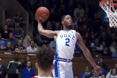 College basketball: Duke's Cassius Stanley soars for one-handed alley-oop