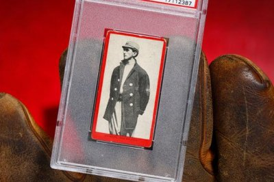 'Shoeless' Joe Jackson baseball card from 1910 sells for $492K at auction