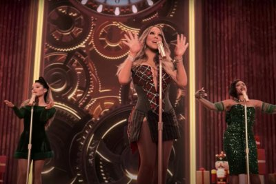 Mariah Carey sings with Ariana Grande, Jennifer Hudson in 'Oh Santa!' video